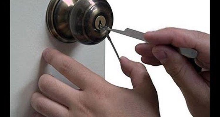 Cómo abrir una puerta sin llave